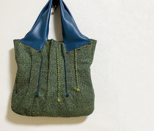つまみ縫い模様のツイードかばんの画像1枚目