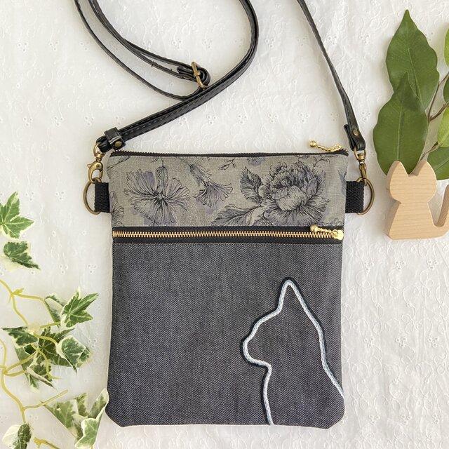 横顔ねこ刺繍 サコッシュ。ハンドメイド グレー花柄×モノクロ猫の画像1枚目