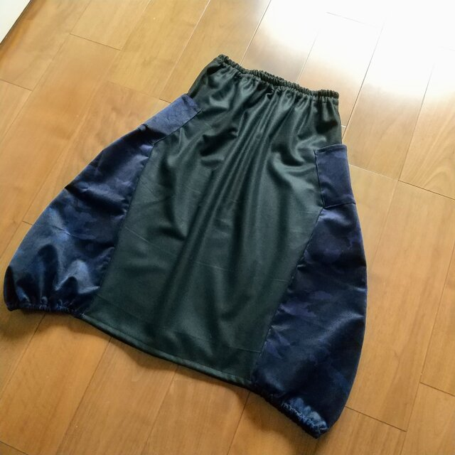 濃紺迷彩柄のコーデュロイの大人バルーンスカートの画像1枚目
