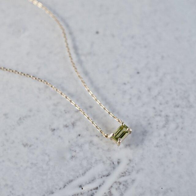 Peridot baguette necklace [P086K10YG(PE)]の画像1枚目