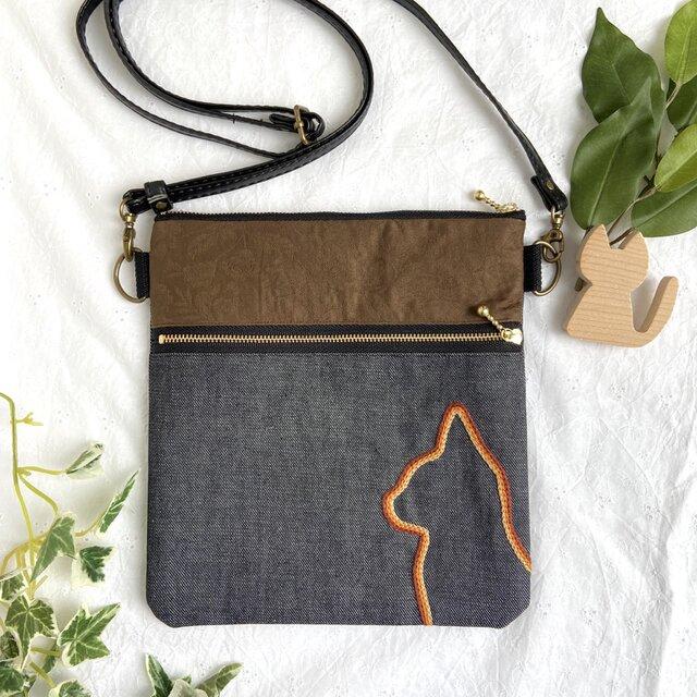 横顔ねこ刺繍 サコッシュ。ハンドメイド 茶色花柄×茶色猫の画像1枚目