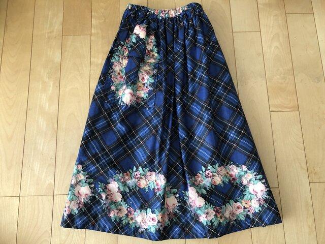 【SALE】チェックに花輪デザインスカート(ブルー)の画像1枚目