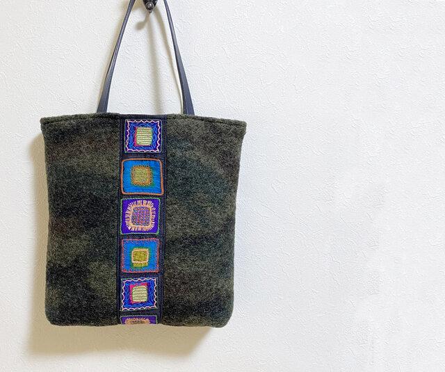 シルク刺繍模様とウール生地の四角いかばんの画像1枚目
