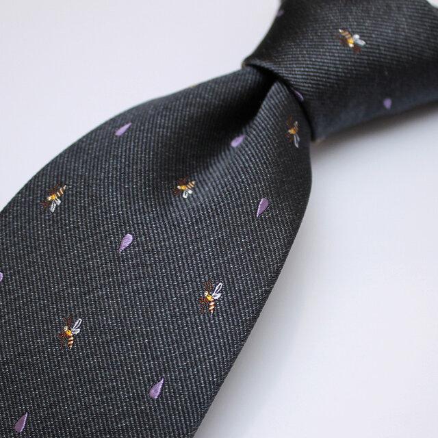 ミツバチとしずくの小紋ネクタイ/チャコールグレー【受注制作】の画像1枚目