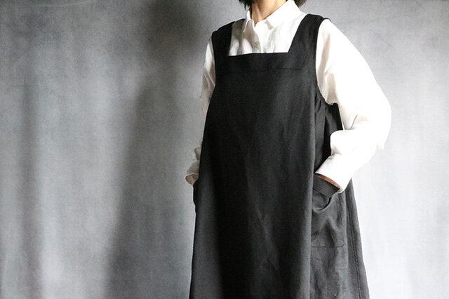 国産リネンのエプロンワンピ:黒の画像1枚目