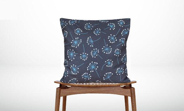 森のクッション a flowering plant back navy blue -ヒノキの香り-の画像1枚目