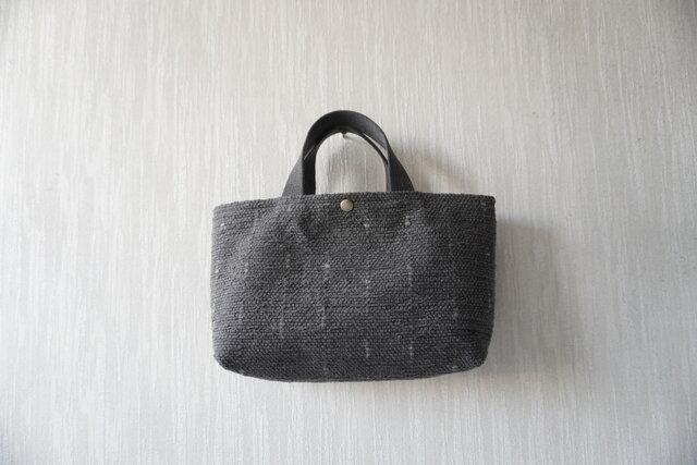 裂き織りのバッグ Mサイズ横長 チャコールの画像1枚目
