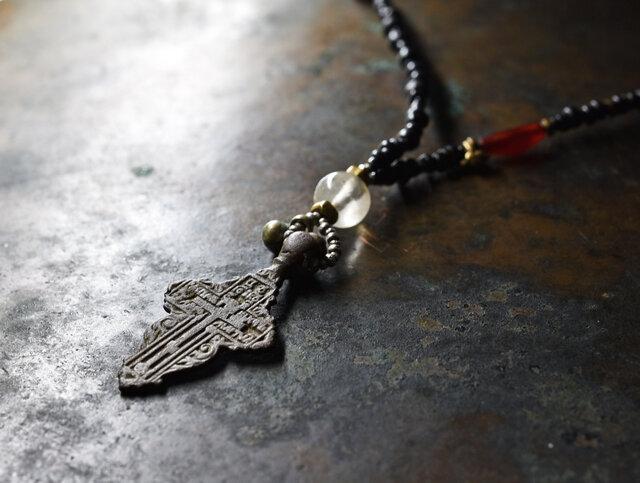 アンティークロシア十字と古代水晶、古代カーネリアンの漆黒ネックレスの画像1枚目