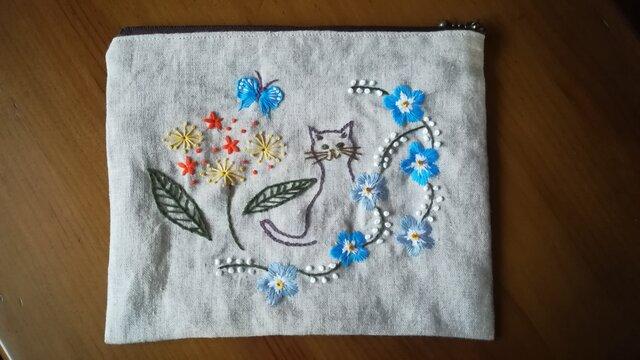 【再再販】手刺繍☆リネンのポーチ☆猫と花の画像1枚目