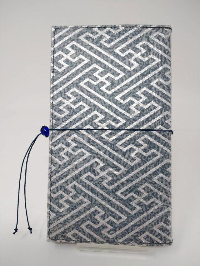 ギルディング和紙ケース(ストラップ付) 紗綾 紺地 銀箔の画像1枚目