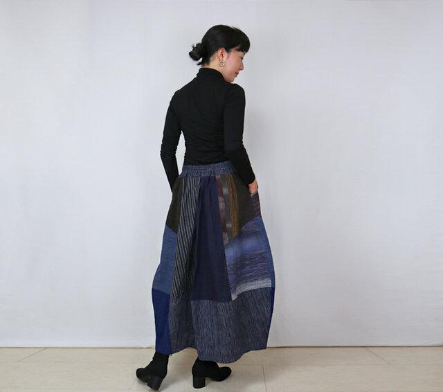 手織り綿絣、後ろ姿も可愛いパッチワークロングスカート、オールシーズンの画像1枚目