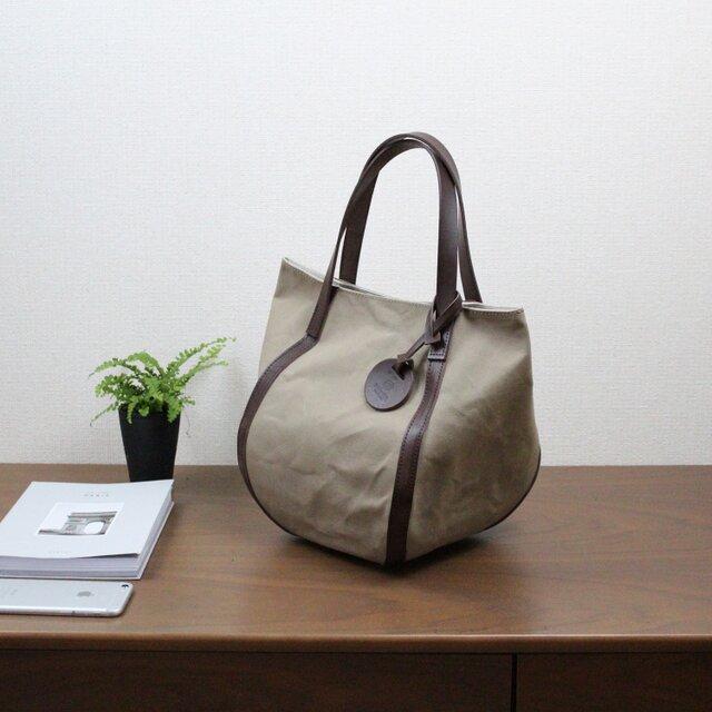 バルーンバッグ ヌメ 革 × パラフィン帆布 チョコの画像1枚目
