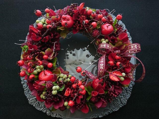 red petal & berry wreathの画像1枚目