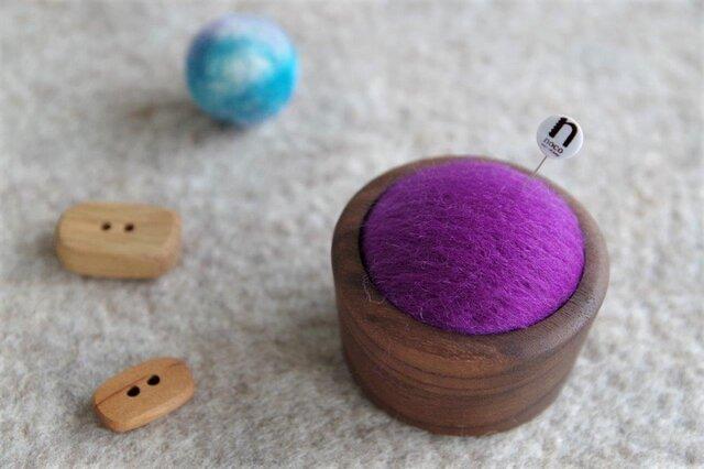 羊毛ピンクッション【針山】紫色の画像1枚目