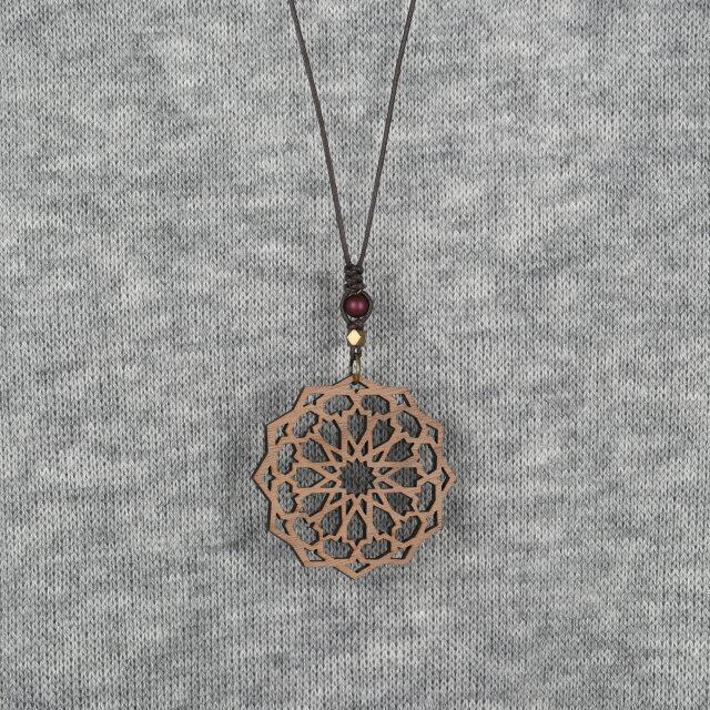 アラベスクのネックレスBordeaux クルミの木のアクセサリーの画像1枚目