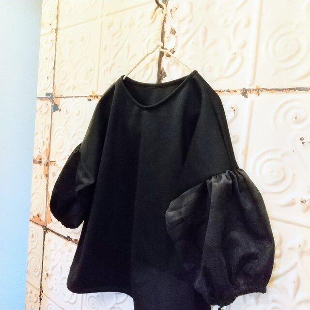カシミア混ウール袖だけドットのパフトップスの画像1枚目