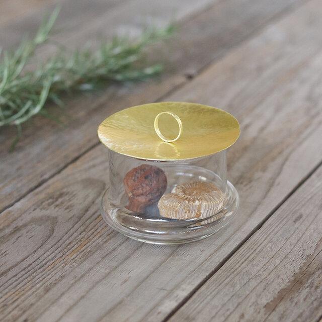 鎚目模様の真鍮蓋のガラスポッドSの画像1枚目