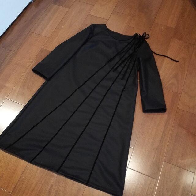 秋Sale! ウールベルベットリボンのブラックワンピの画像1枚目