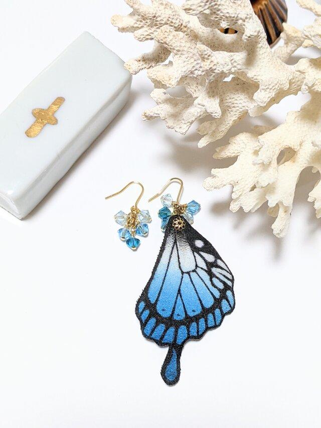 蝶の羽のピアスの画像1枚目