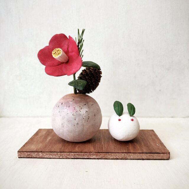 5311.bud 小さなお正月飾りと雪うさぎの画像1枚目