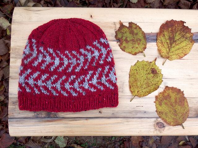 アイスランドスタイルの編み込み帽子 / Rouge×Light Grey(ルージュ×ライトグレイ)の画像1枚目