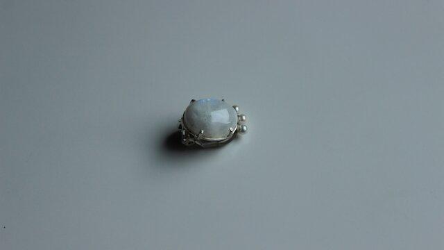 WHITEラブラドライトのイヤリング(3~3.5㎜あこや真珠)の画像1枚目