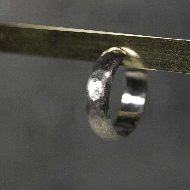 つや消し槌目 シルバープレーンフープピアス 5.0mm幅 マットハンマー SILVER PIERCE 384の画像1枚目
