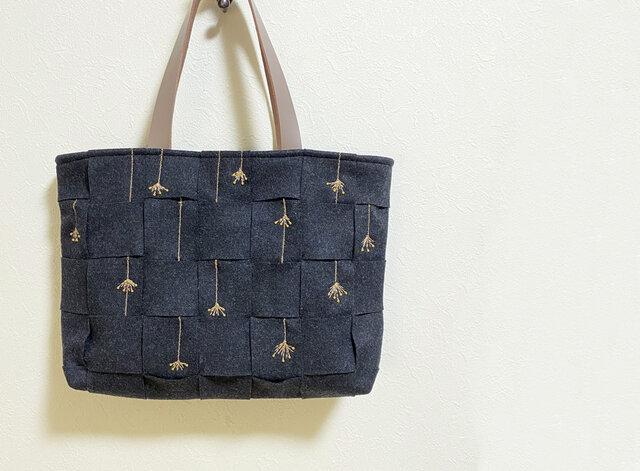 四つ目編み重ねの刺繍かばんの画像1枚目