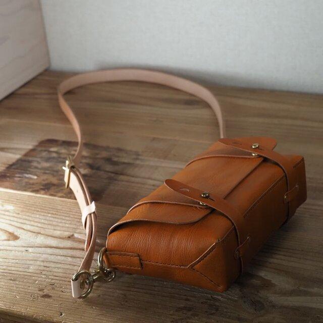 お散歩にお勧めの小さな鞄(ブラウン)の画像1枚目