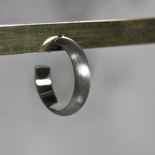 つや消し シルバープレーンフープピアス 4.0mm幅 マット|SILVER PIERCE|386の画像1枚目