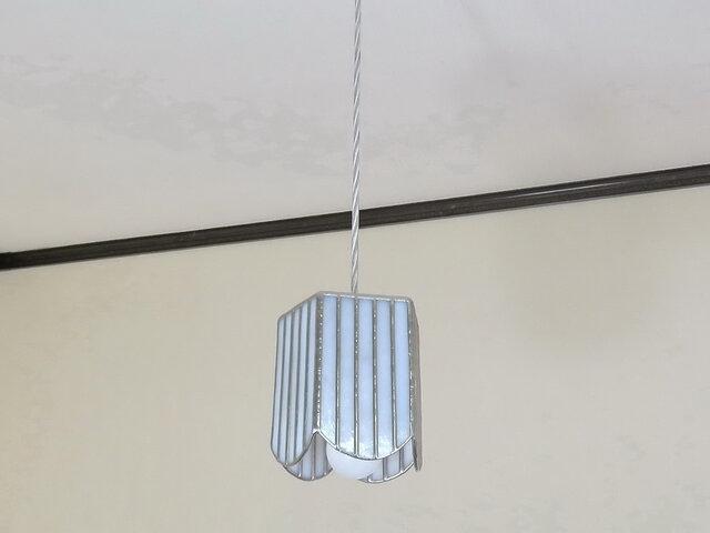 ホワイトのストライプ・ペンタゴン(ステンドグラスペンダントライト)吊り下げ照明・ガラス  Mサイズの画像1枚目