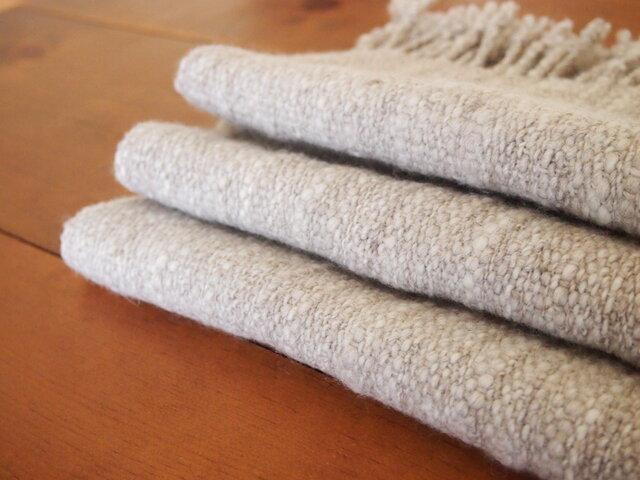 手紡ぎのマフラー(淡いグレー・平織)の画像1枚目