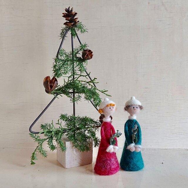 クリスマスツリーと聖歌隊の画像1枚目