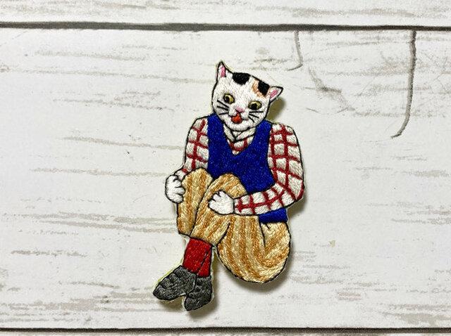 手刺繍ブローチ*小林幾英「猫の運動尽」よりの画像1枚目