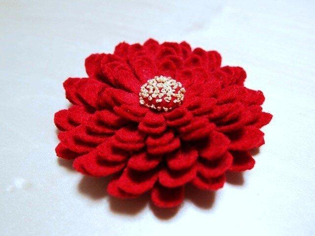 髪飾り 赤い菊の画像1枚目