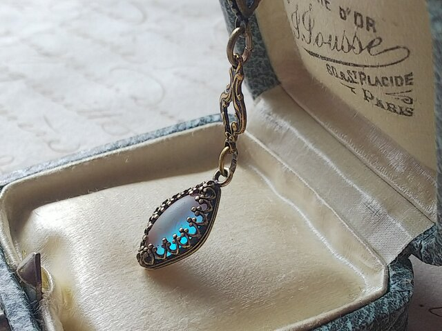 アンティークサフィレット(12×6㎜)Diamond-Crown・Shape 真鍮古美ネックレスの画像1枚目