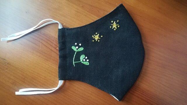 手刺繍☆きれいな横顔☆リネンの立体マスク(星と木の芽、黒)の画像1枚目