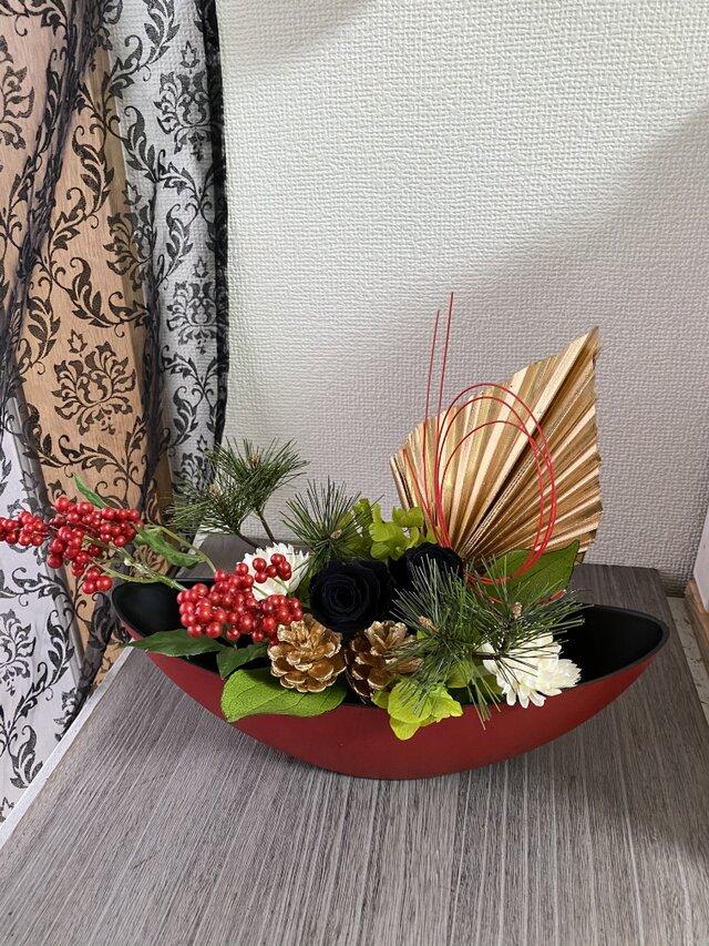 Wabiレクタ・レッド。お正月アレンジ【プリザ+造花】の画像1枚目