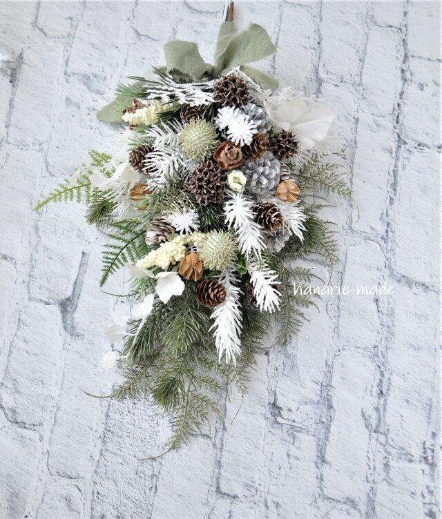 霧氷 木の実とコニファーのスワッグ:白 アンバーバーム 緑の画像1枚目