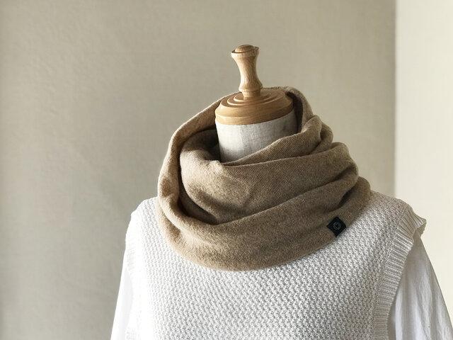 温度を纏う 純カシミヤのふわふわねじりスヌード Beigeの画像1枚目