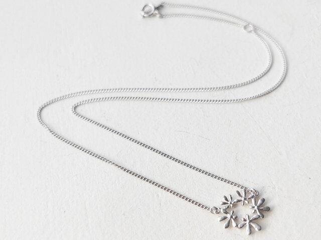 セリ科の花のネックレスAの画像1枚目