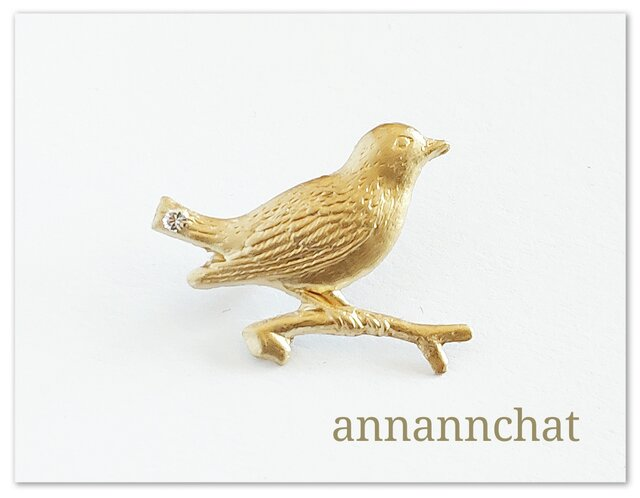 【イタリア製  小鳥と枝の ピンブローチ】男性にも スワロフスキー付 の画像1枚目