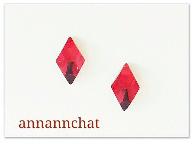 【スワロフスキー 赤 の  ダイヤ(菱形) 小さいピアス】四角形 トランプの画像1枚目