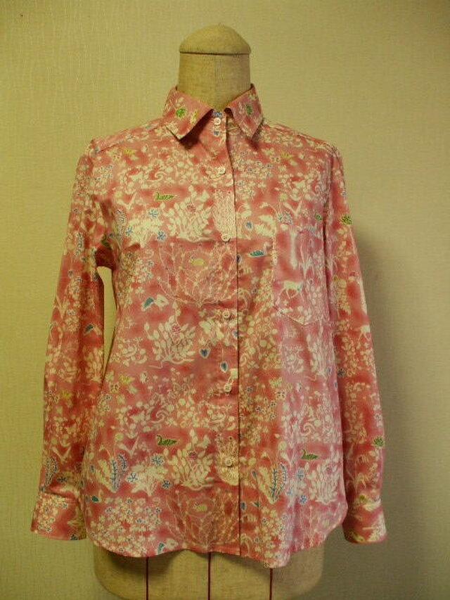 【送料無料】リバティタナローン生地 Yoshie(ヨシエ)台衿付き長袖ブラウス M~Lサイズ ピンク色の画像1枚目