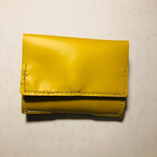 イエローレザーのコンパクト三つ折り財布の画像1枚目