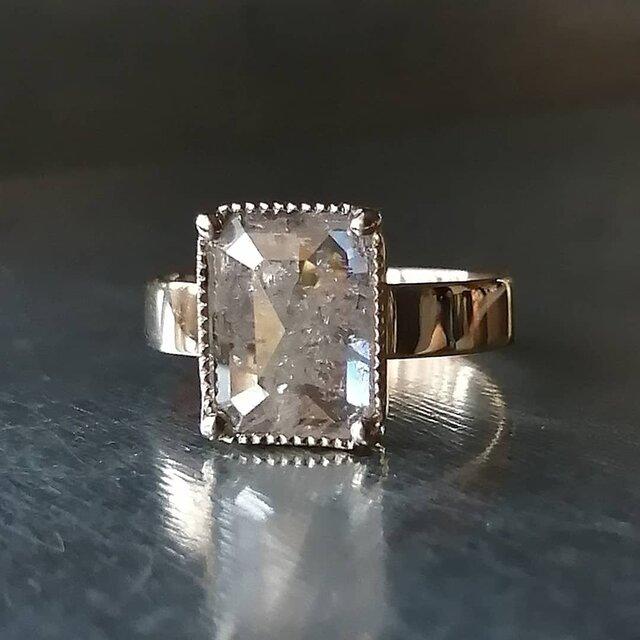 エメラルドシェイプナチュラルダイヤモンドリングの画像1枚目