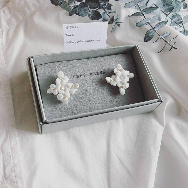 白磁 天草陶花の耳飾り クロスの画像1枚目