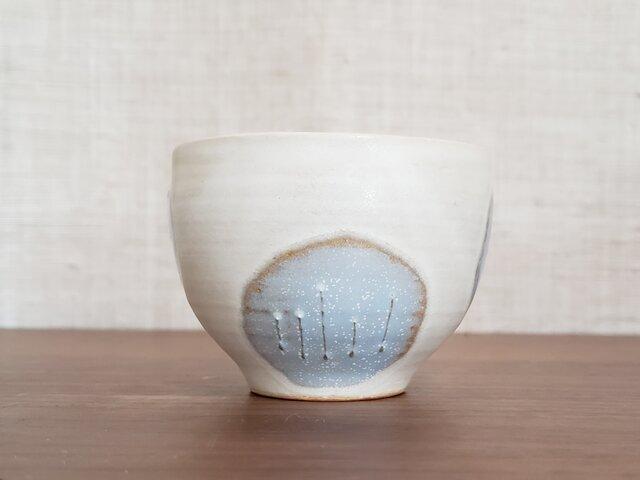 小さくまぁるいお花のフリーカップ(白)の画像1枚目