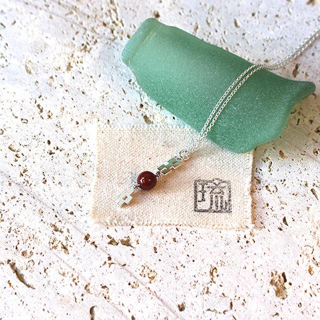 漆塗丸玉付ミンサー柄透彫小首飾「首里赤」桜花弁柄 rp-86の画像1枚目