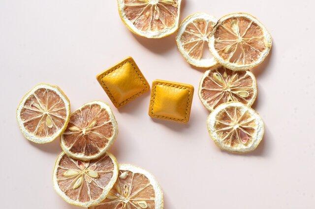 """【レザーピアス/イヤリング】 Airas~square~""""yellow""""の画像1枚目"""